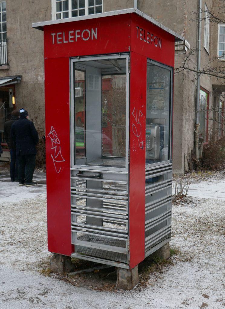 Foto av den norske telefonkiosken